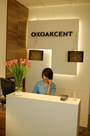 OPHTHALMOLOGIST CRACOW - Registration in reception desk OKOAKCENT